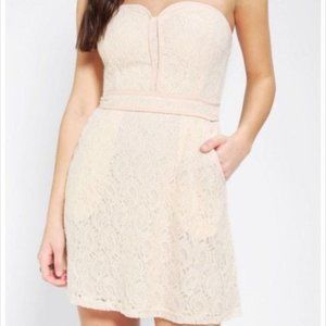 NWT URBAN OUTFITTERS Strapless Lace Dress $69